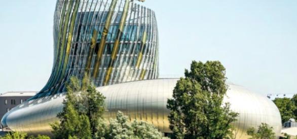 Arquitectura moderna de la Cité du Vin