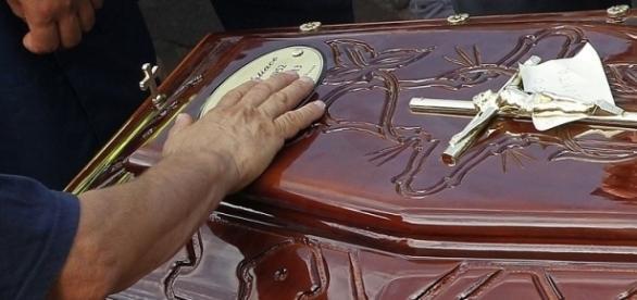 Idoso mata esposa e se suicida após arrumar os papéis da funerária.