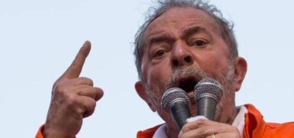 Lula critica procuradores em comício de Jandira Feghali