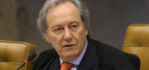 Ricardo Lewandowski, é ministro do Supremo Tribunal Federal (STF)