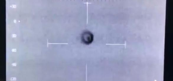 Polícia britânica registrou estranho objeto com câmera infravermelha (Crédito: YouTube/beamsinvestigations1)
