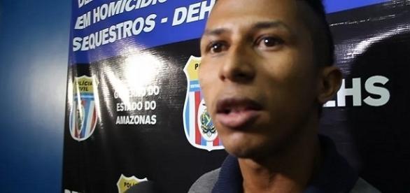 Ronaldo confessa o crime diante das câmeras