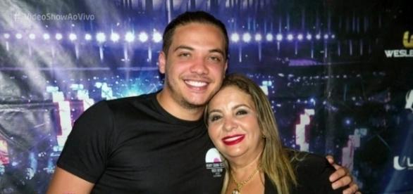 Wesley e sua mãe e ex-vice prefeita, Dona Bill (Foto: TV Globo)