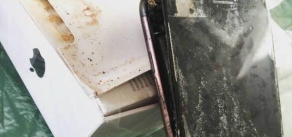 Antes de chegar no consumidor aparelho iPhone 7 explode dentro da caixa