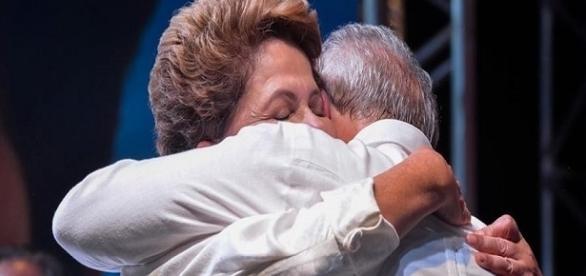 Dilma Rousseff se solidariza com o ex-presidente Luiz Inácio Lula da Silva.