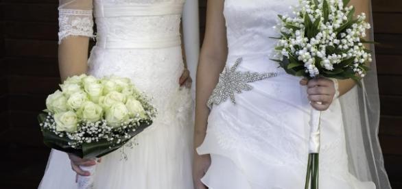 Dos monjas cuelgan el hábito para casarse entre ellas - lavanguardia.com