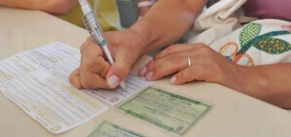 O formulário de justificativa eleitoral é gratuito e pode ser encontrado em vários lugares, inclusive no site do TSE.