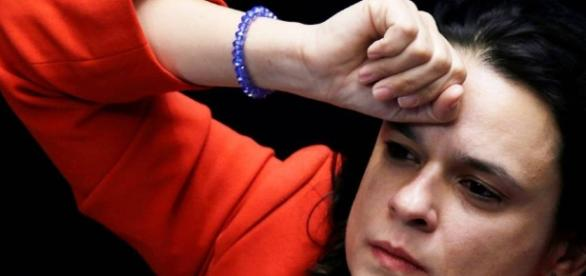Janaína Paschoal usa Twitter para se manifestar sobre direitos de Dilma
