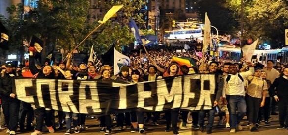 Manifestantes Fora Temer prometem resistência ao Golpe
