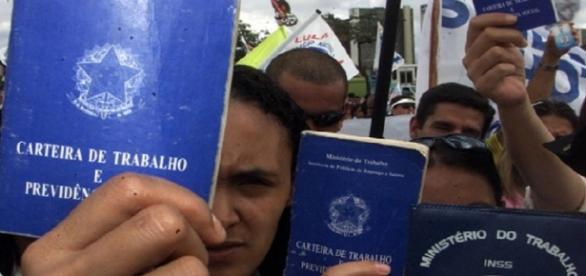 Pesquisa aponta que 12 milhões de pessoas estão desocupadas no Brasil