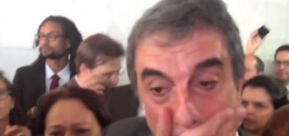Cardozo chora após dar entrevista