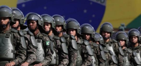 Militares são permitidos por Temer a irem às ruas