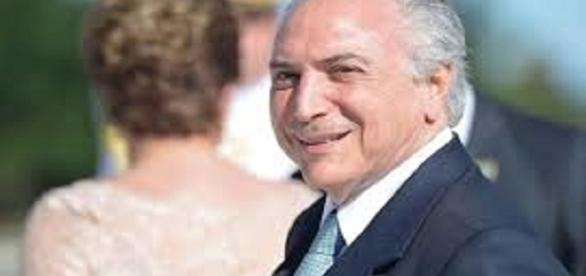 Presidente Michel Temer anuncia cancelamento 'absurdo' acordado por Dilma Rousseff