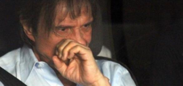 Roberto Carlos aparece abatido em foto