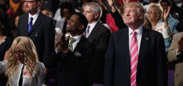 Donald Trump en la iglesia negra Great Faith Ministries International, en Detroit (Michigan).