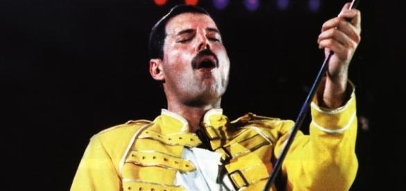 Freddie Mercury é homenageado no dia do seu aniversário
