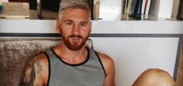 Lionel Messi pintou o cabelo de loiro