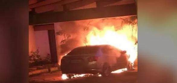 O carro e incêndio perto da casa de Temer