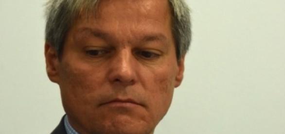Politicienii îi vor capul lui Cioloș