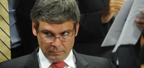 Lindbergh Farias é acusado de ter se envolvido em esquema milionário de corrupção