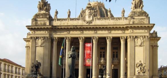 ALERJ oferece 44 vagas para cargos de Nível Superior e de Procurador