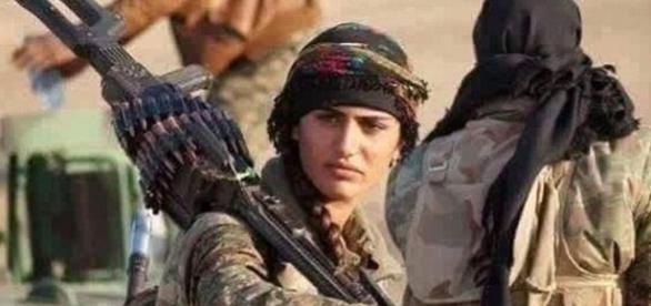 'Angelina Jolie' a Kurdistanului a murit luptând împotriva jihadiștilor din Statul Islamic