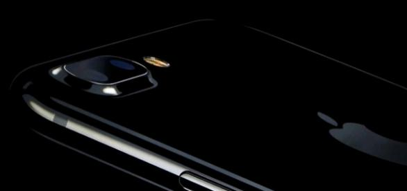 iPhone 7 chega em Preto Brilhante.