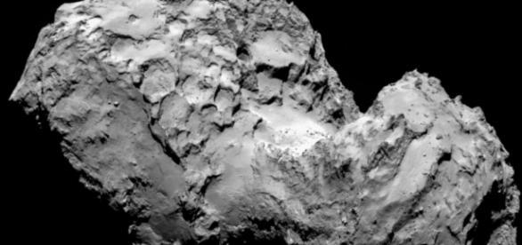 Osiris: particolare della cometa 67P. I due lobi e la strozzatura definiscono un asteroide binario a contatto.