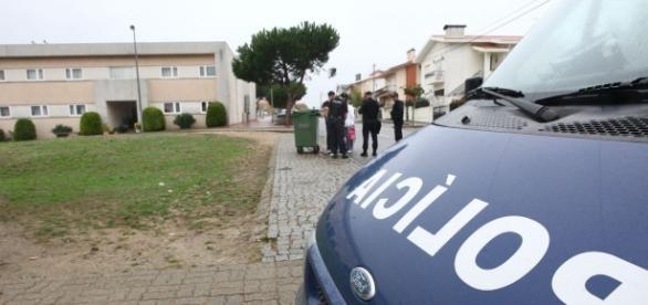 Agentes da PSP agredidos à machadada e com facas.