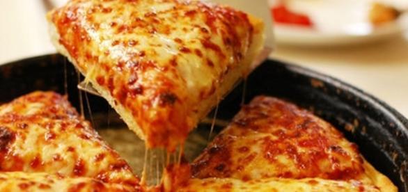 pizza ya lista para sentarse a comer