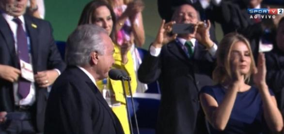 Presidente é vaiado em cerimônia