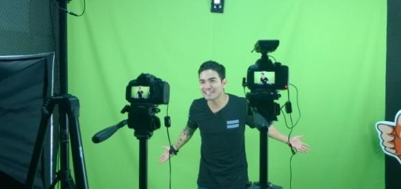 Yudi durante a gravação dos vídeos
