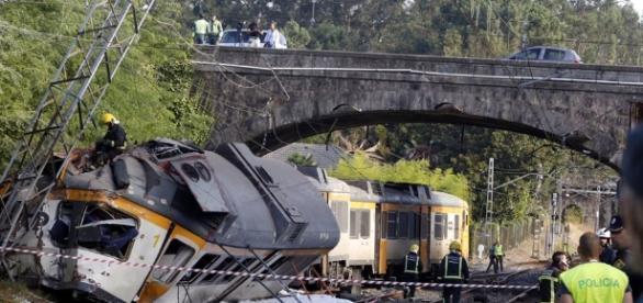 Fotografía que ilustra el estado del ferrocarril tras el accidente