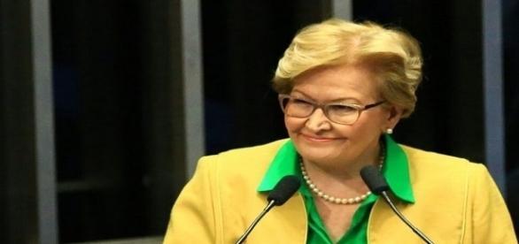 Senadora relaciona a invasão ao processo de impeachment, julgado pelo Senado Federal.
