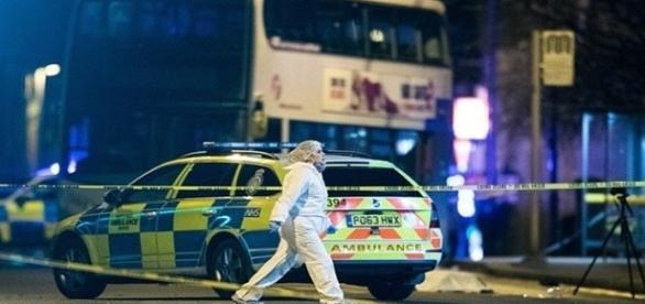 Investigação Policial na cena do crime.