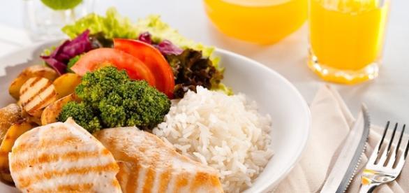 Estudos apontam que dietas podem ser inimigas da perda de peso