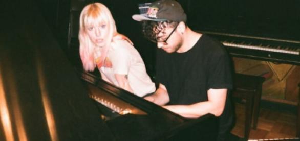 Hayley Williams e Taylor York trabalhando em estúdio para o quinto álbum da banda Paramore