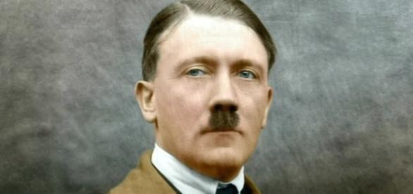 Kaczyński stosuje techniki narracyjne Hitlera
