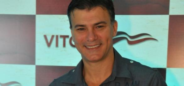 Ator Leonardo Vieira presta queixa em delegacia por homofobia