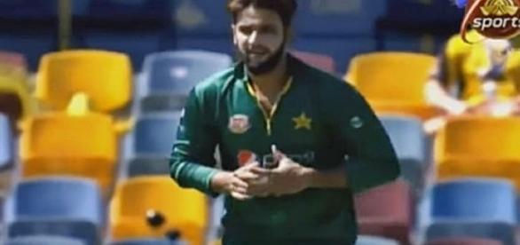 Australia vs Pakistan 1st ODI / Photo screencap via smartghost72 via Youtube