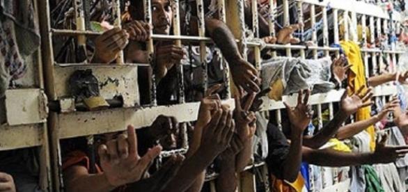 Os presos serão conduzidos para outros presídios, e alguns poderão ficar em prisão domiciliar