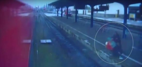 Violência: homem joga idosa nos trilhos de trem