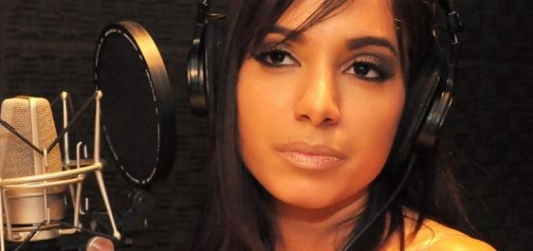 Anitta é ignorada e reclama nas redes sociais