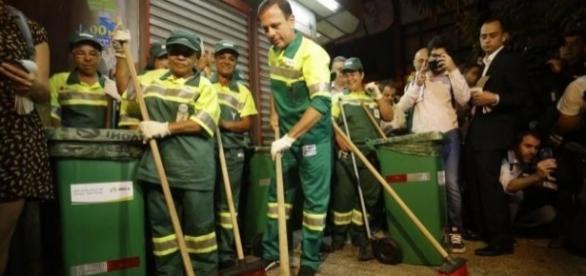 """João Dória: o """"gari"""" mais alto de São Paulo"""