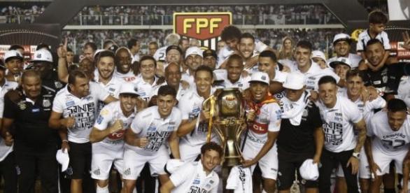 Atual campeão, Santos abre o torneio em 2017 (Crédito: Miguel Schincariol)