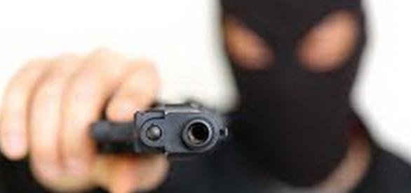 Criminosos alvejam veículo em Serra Talhada. Foto: Ilustrativa.