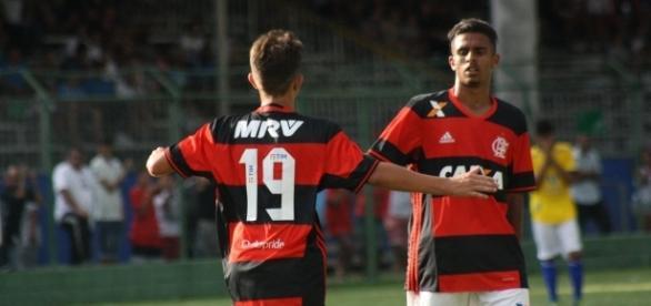 Flamengo goleou a seleção local por 4 a 0