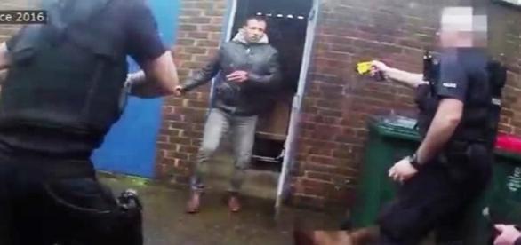 Jamshid Piruz atacou policiais com um martelo