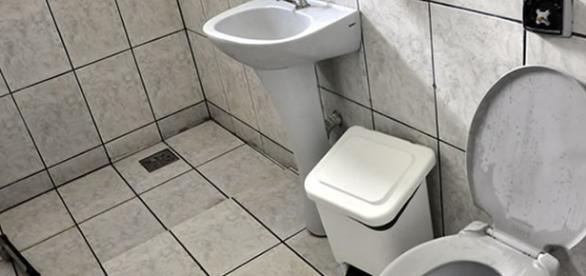 Bebê é encontrado morto dentro de lixeira de banheiro