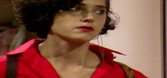 Jô será vítima de outra armação da irmã, Gláucia, que tenta mais uma vez afastá-la de Fábio